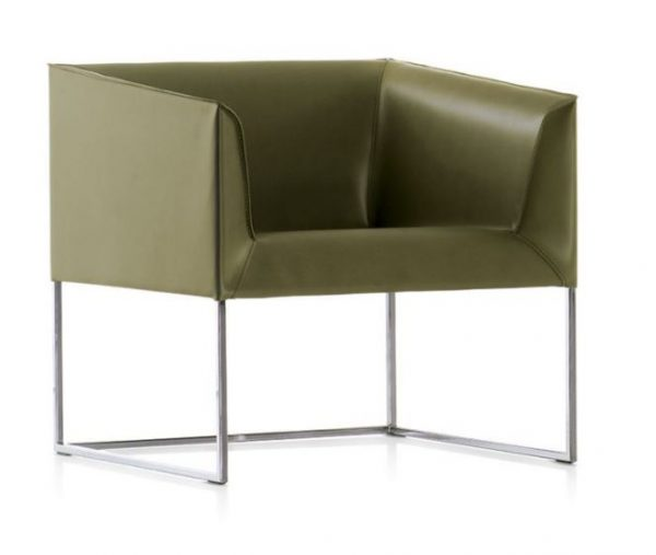 Gavi lounge chair front voew Italian manufactured