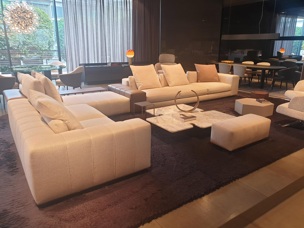 Contract furniture from Minotti - a modern, stylish hotel lounge